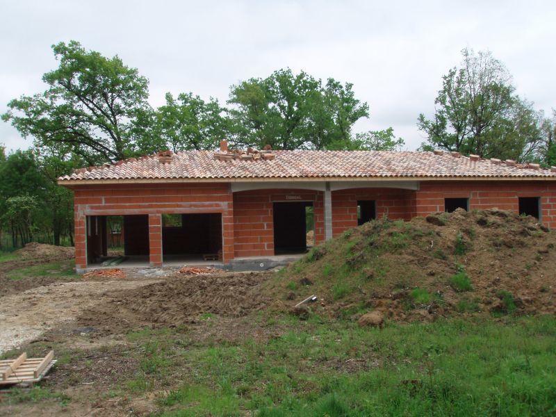 Pose des tuiles et du lambris pvc at maison en construction for Annuler offre achat maison
