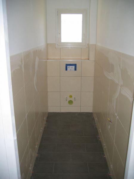 carrelage sdb faience des wc parquet at maison en construction. Black Bedroom Furniture Sets. Home Design Ideas